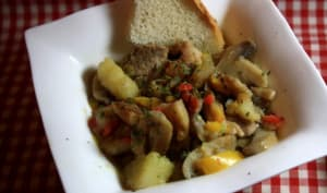 sauté de porc, pommes de terre, champignons et poivrons