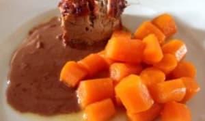 Filet mignon, sauce au chocolat et carottes glacées au miel