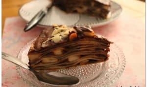 Gâteau de crêpes, poires au rhum, sauce chocolat Nutella