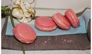 Macarons à la rose et à la fraise Tagada