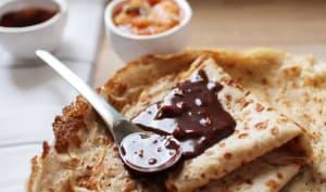 Crêpes au lait ribot, sauce chocolat et compote d'agrumes