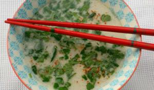 Soupe thaïe poulet et lait de coco