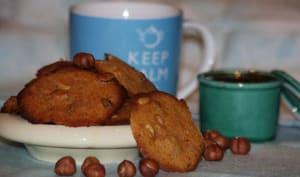 Biscuits à la cardamone, noisettes et confiture d'abricot