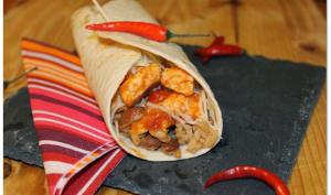 Fajitas au poulet, haricots rouges et petits piments