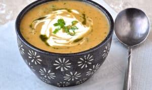 Soupe turque au boulgour, aux lentilles corail et à la menthe
