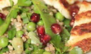 Salade printanière de boulgour toasté, halloumi grillé et grenade