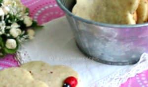 Biscuits sablés à la vanille, aux noisettes et graines de sésame doré