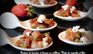 Cuillères apéritives : tartare de tomates, fraises, pesto de roquette et fêta