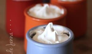 Petits pots de crème à la vanille sous meringue italienne