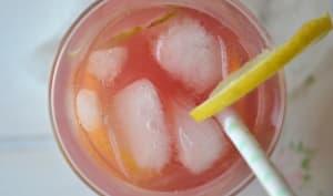 Citronnade glacée infusée à la rose et à la lavande
