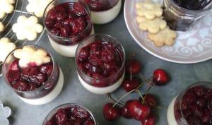 Panna cotta au yaourt de brebis, compotée de cerises noires au piment d'Espelette