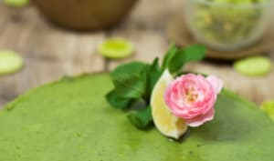Tarte au matcha - citron vert et rose de Damas