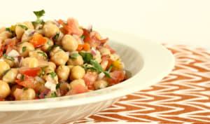 Salade de pois chiches, tomates et poivrons marinés