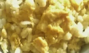 Riz sauté aux oeufs et sauce soja