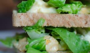 Club-sandwich aux oeufs et à la laitue