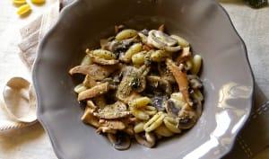 Gnocchetti aux pieds de mouton et champignons de Paris à la crème et vin blanc