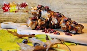 Brochettes de porc glaçage sirop d'érable et canneberges