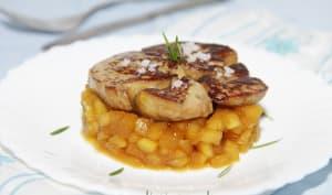 Foie gras poêlé, pommes caramélisées et romarin