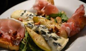 Poire Gratinée au Roquefort et au Jambon de Bayonne