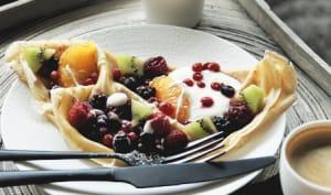 Crêpes aux fruits et sirop de rose