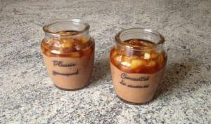Panna cotta aux Daims, poires et caramel au beurre salé