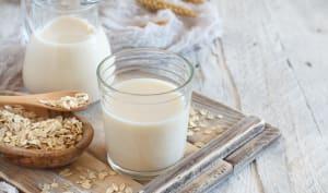 Verre de lait et flocons d'avoine