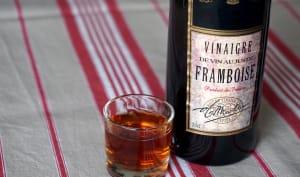 Bouteille de vinaigre de framboise