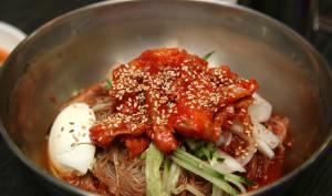 Plat coréen à base de poisson cru