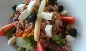 Salade de thon, asperges, olives, tomates.