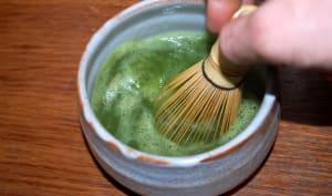 Thé vert matcha fouetté