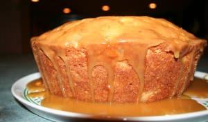 Gâteau recouvert de sauce caramel