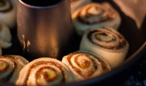 Cinnamon rolls dans un moule