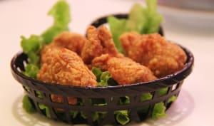 Poulet frit et salade dans un bol