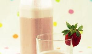 Milkshake de lait de noisettes et fraises