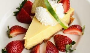 Part de key lime pie et fraises