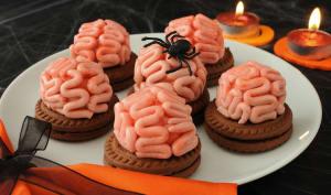 Petites cervelles sur fond de biscuit.