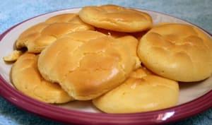 Cloud bread ou pains nuages dans une assiette