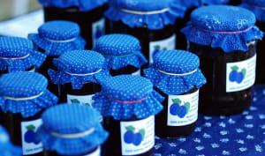 Pots de confiture de prunes maison