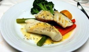 Filets de julienne grillés et ses légumes