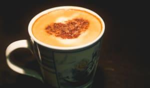 Tasse de chai latte