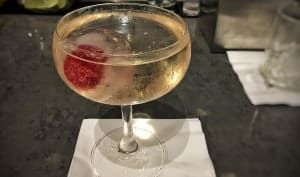 Cocktail 787 Dreamliner, vodka, vinaigre de prune et prosecco