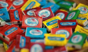 Chewing-gum aux goûts différents.