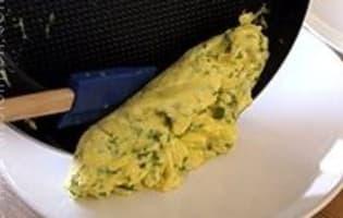 Omelette roulée aux fines herbes - Etape 9