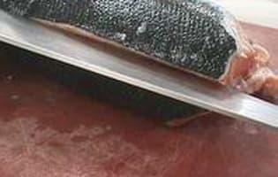 Lever des filets de saumon - Etape 2