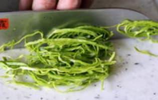 Ciseler les aromatiques et légumes feuilles - Etape 6