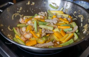 Wok de porc, crevettes et langoustines - Etape 9
