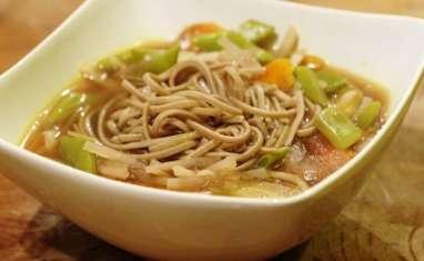 Soupe au miso, radis noir et nouilles soba