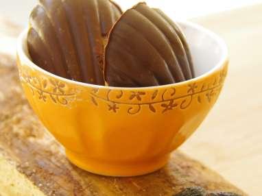 Madeleines à la fève tonka, vanille et coque chocolat