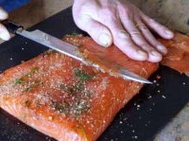 saumon gravlax recette de saumon s ch au sel et aux pices dit gravlax recette par chef simon. Black Bedroom Furniture Sets. Home Design Ideas