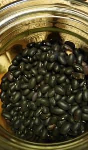 Bocal de haricots noirs